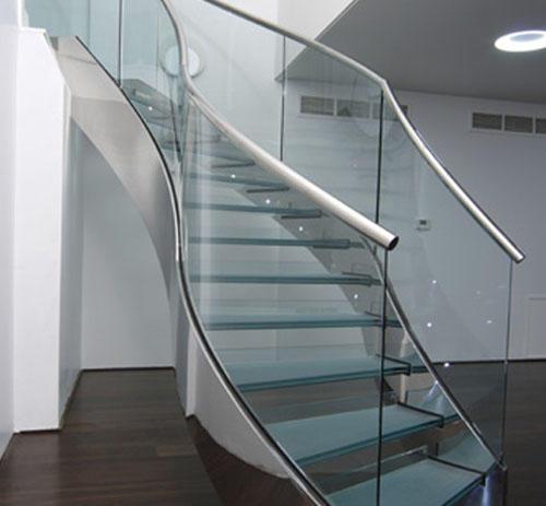 cầu thang gác lửng bằng kính